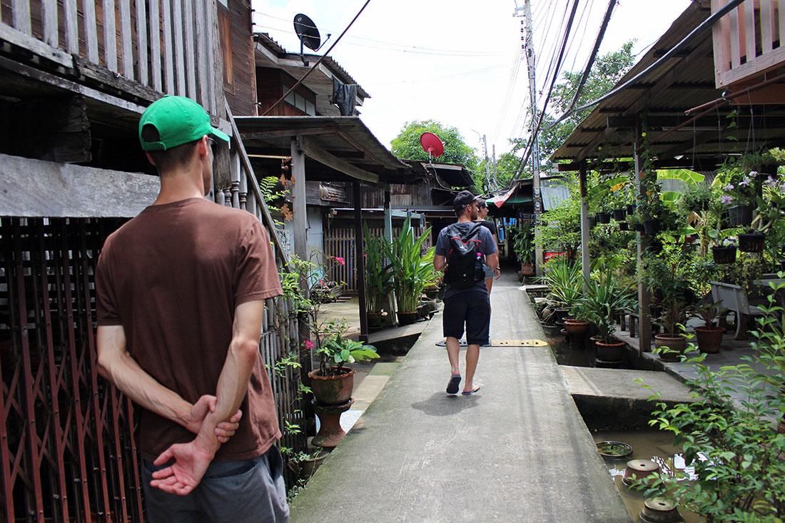 Promenade sur l'île de Koh Kret au Nord de Bangkok en Thaïlande