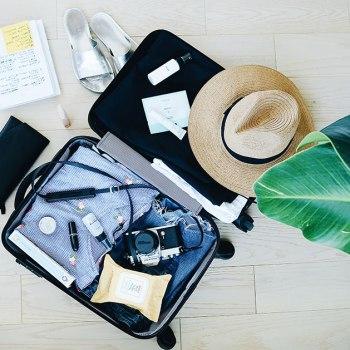 5 produits indispensables à avoir dans sa trousse de toilette de voyage