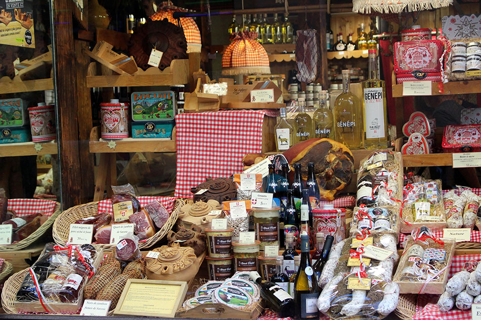 Produits du terroir savoyard dans une épicerie fine à Aix-les-Bans en France