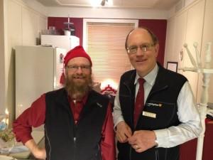 Mikael och Allan, glada medarbetare på Värmestugan i Östersund.
