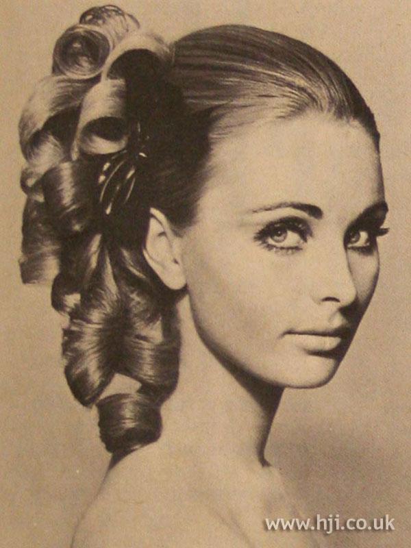 1967 Back Ringlets Hairstyle HJI