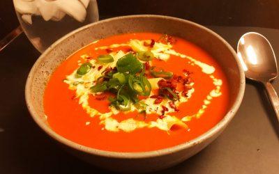 Varm TOMAT/grøntsagssuppe med variationer