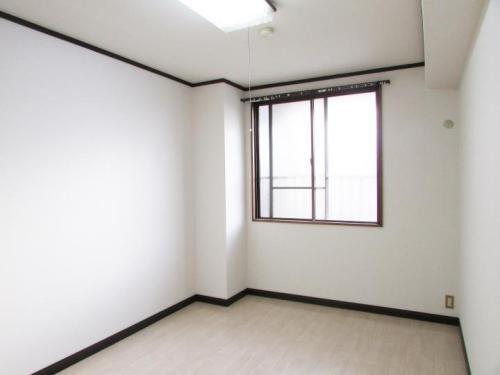 白が基調の清潔感のあるお部屋♪(内装)