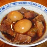 Karamellisiertes Schweinefleisch mit Eiern (Thịt kho tàu)