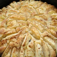 Rührteig-Apfelkuchen mit Zimt und Rosinen