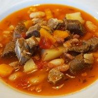 Italienischer Bohneneintopf mit Salsiccia