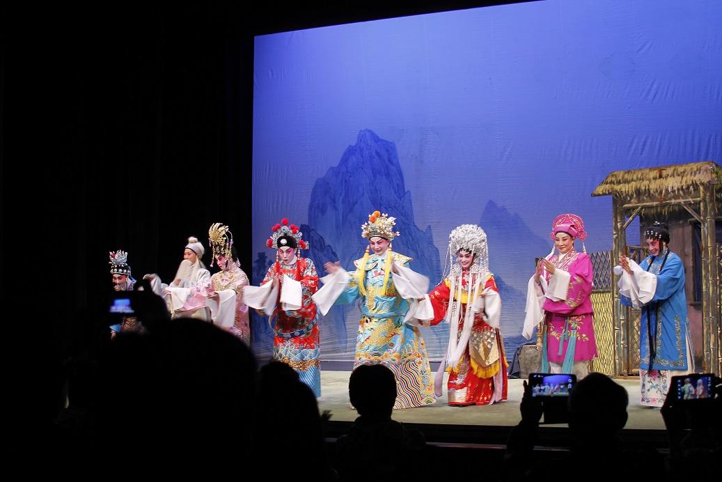 Plums in Blue Moon 梅林邀月: 粵劇新秀演出系列之四看《白兔會》