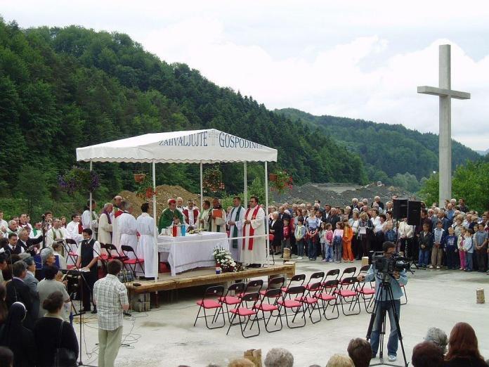 B 04 039 Macelj 5.lipnja 2005. misa prije pokopa