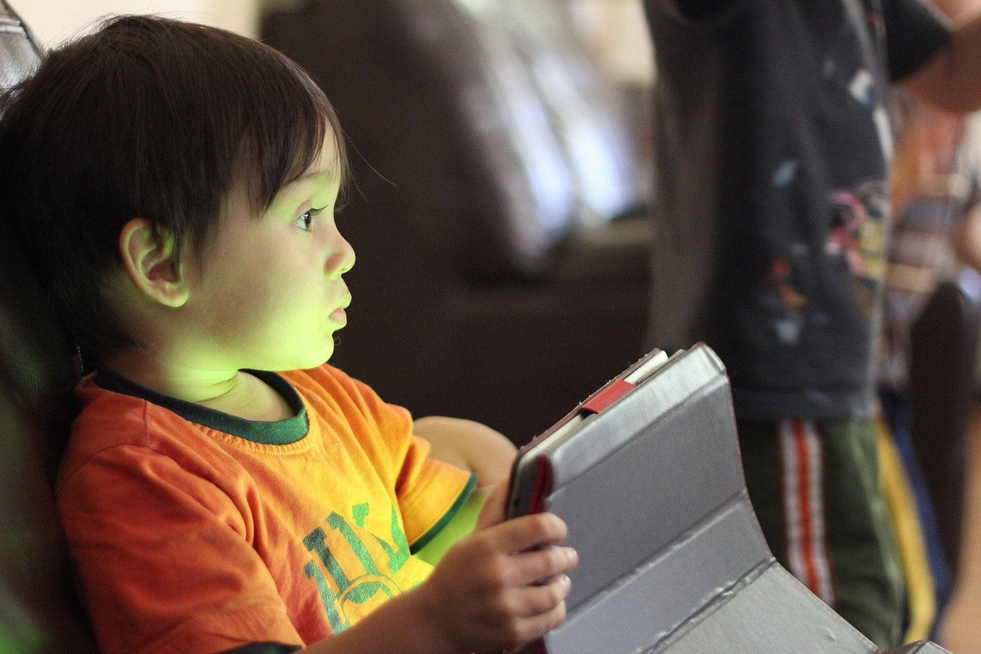 Child in front of a screen