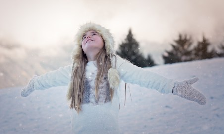 girl-snow-praise-god-1207641_1920