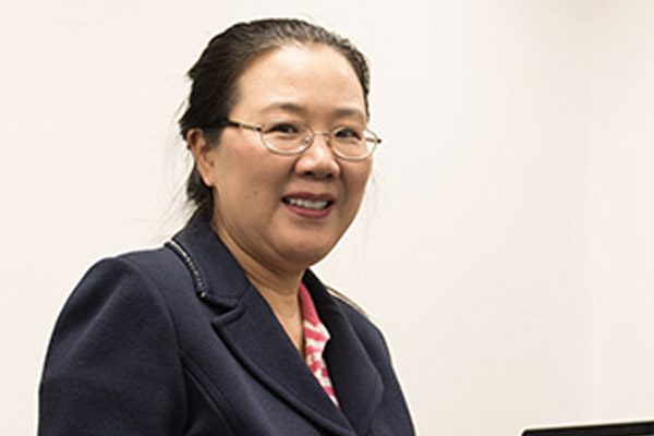 Prof. Weiqing Gu helps students understand COVID-10 data