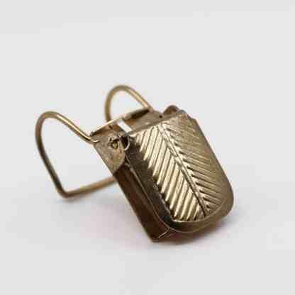 "Brass ""U"" Rug Clips Profile"