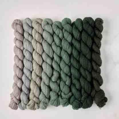 Appletons Jacobean Green 291a - 291 – 298 5.6