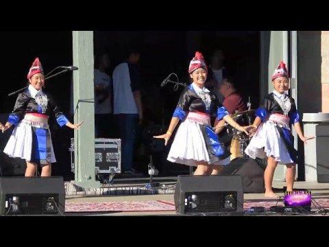 Hmong Midsummer Night Market: Nkauj Hmoob Hiav Txwv 1st Dance Performance