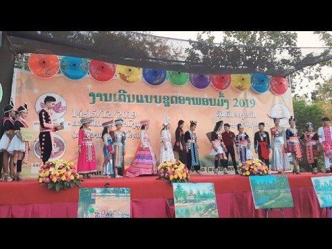 Hmoob Fashion In Laos  - Sib Tw khaub ncaws hmoob