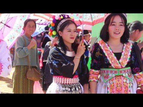 Beautiful hmong girls at the hmong new fastival