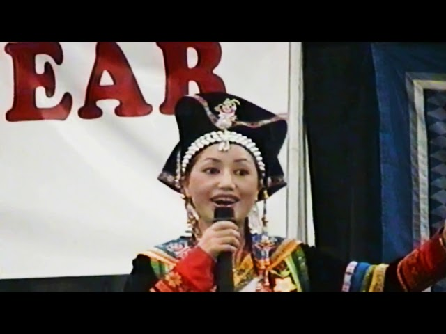 Hmoob suav hu yas suab hauv Milwaukee Hmong new year 2004-05.