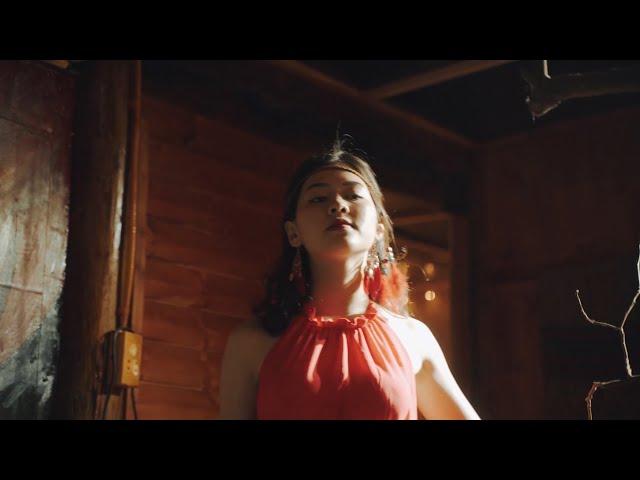 Kiều nữ miền xuôi xinh đẹp mê tiếng sáo mông trên đỉnh Mã Pì Lèng