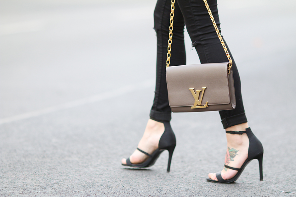 Chain_Louise_Bag_LV_10