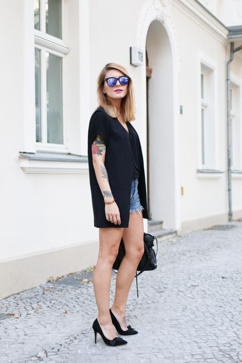 Black_n_Blue_Vest_4