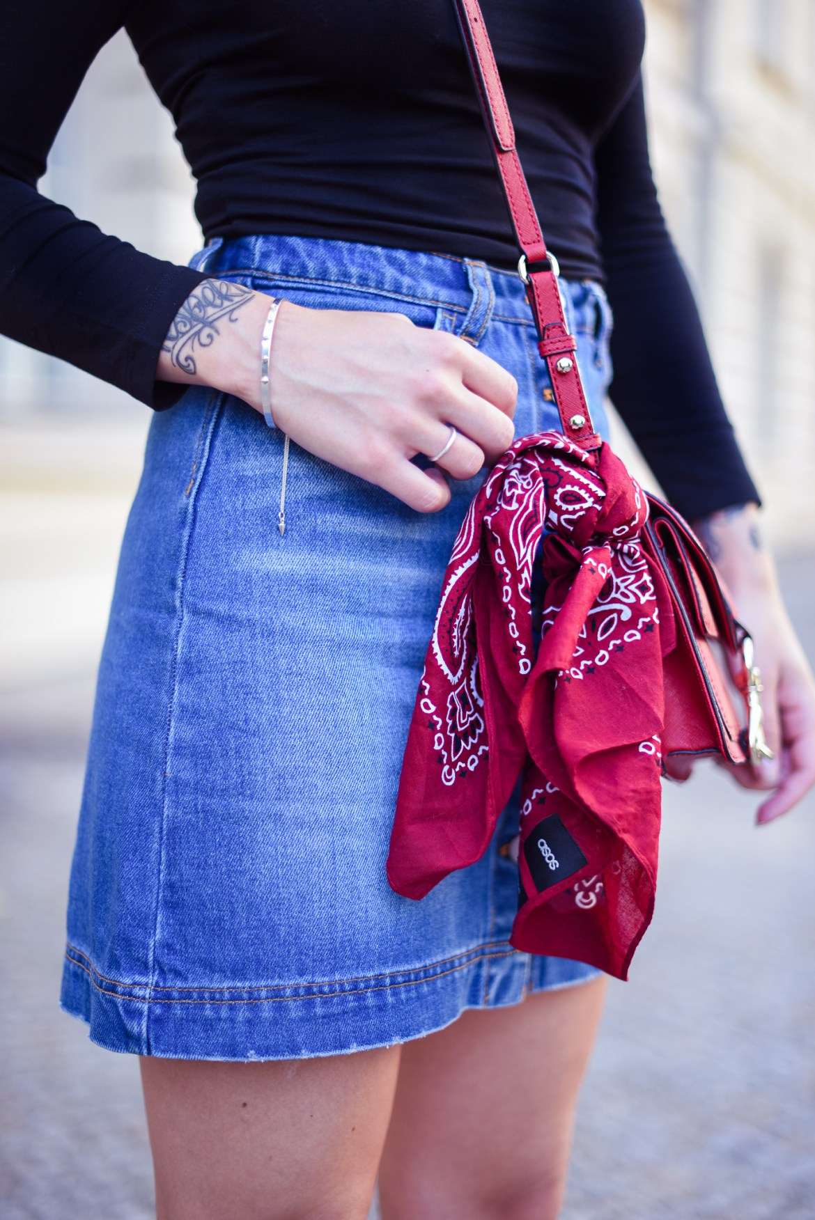 Denim_Skirt_and_Red_2