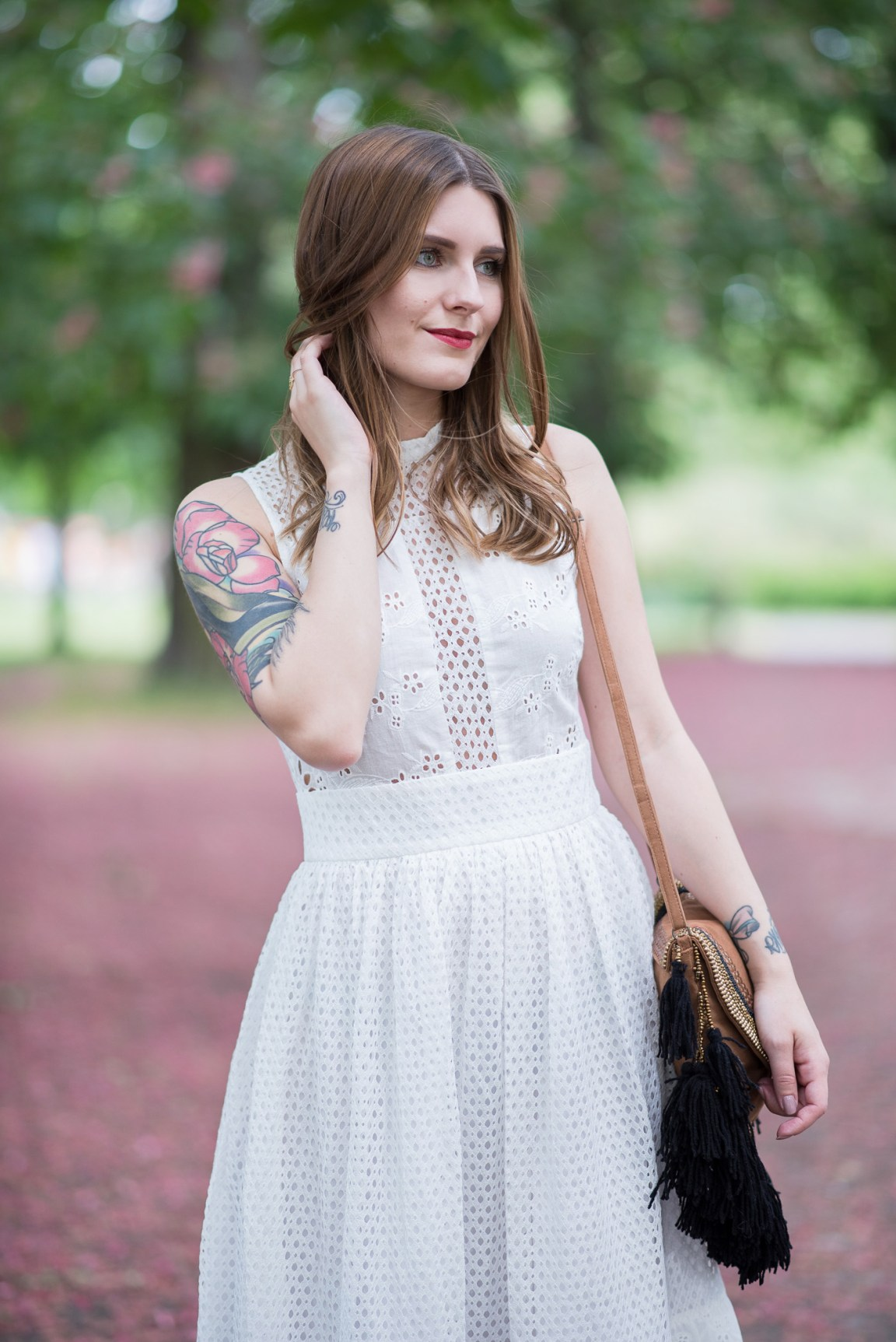 White_Lace_Dress_2
