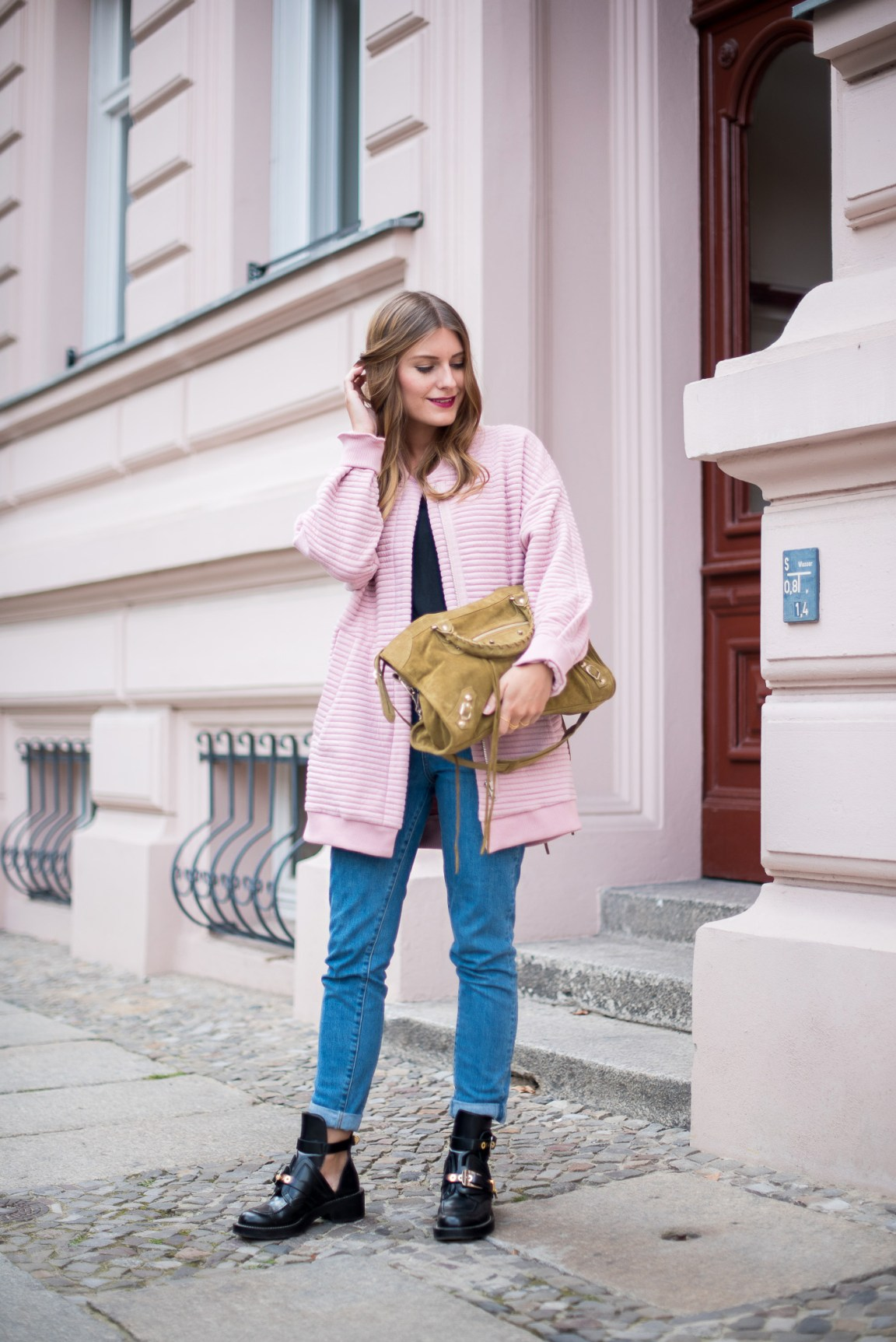 first_fall_outfit_edited_bomber_pink_6