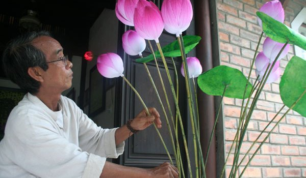 Người lưu giữ vẻ đẹp hoa sen giấy Thanh Tiên