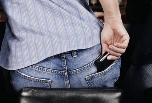 Picture Warning Do Not Sit On Your Wallet – It Hurts Your Back