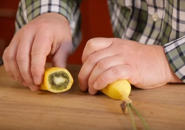 Hybrid Banana Kiwi Fruit Video: Hoax