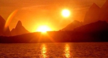 Pictures Showing Two Suns in Sky Due to Hunter's Moon Phenomenon