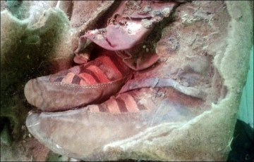 Picture Showing 1500-Year Old Mummy Found in Mongolia Wearing Adidas Shoes is a Proof of Time Travel