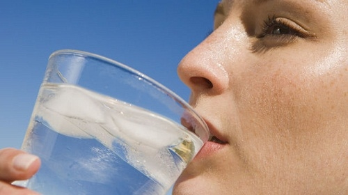 Picture Suggesting Drinking Cold Water After Meal Leads to Cancer