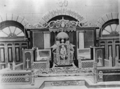 Image of Sai Baba Samadhi with his Photograph