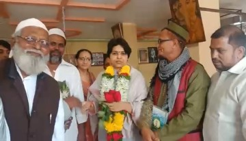 Image about Trupti Desai Felicitated by Anti-Hindus After SC Verdict