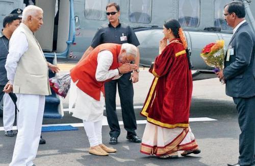 Image of PM Narendra Modi greeting ex-Mayor of Tumkur