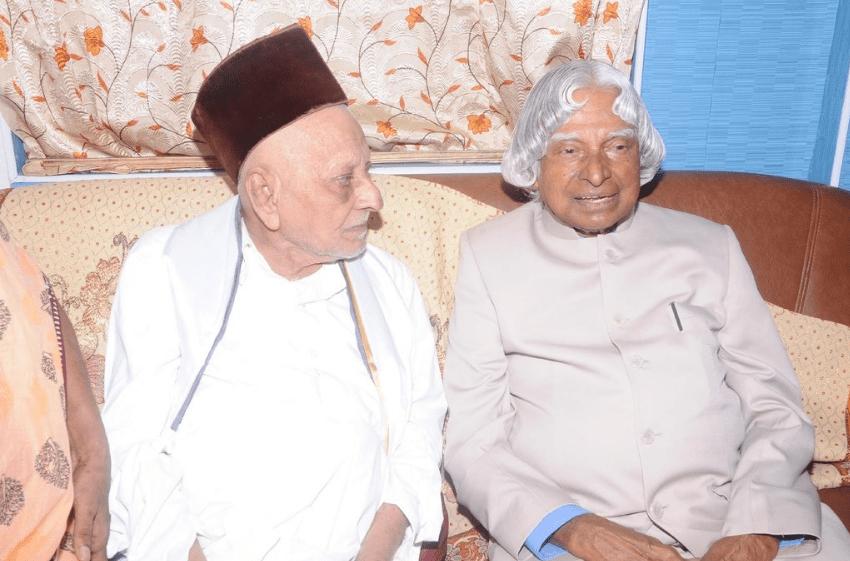 Image of Dr. APJ Abdul Kalam with his elder brother APJM Muthu Meera Maraikayar