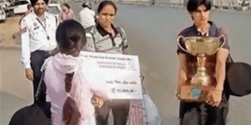 Image of Women Kabaddi World Cup Champs Wait for Auto Rickshaw