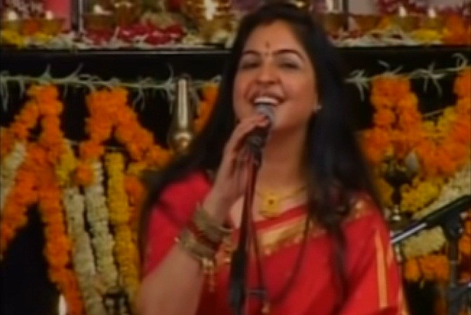 Mohd Rafi's Daughter Singing Lord Krishna Songs: Fact Check