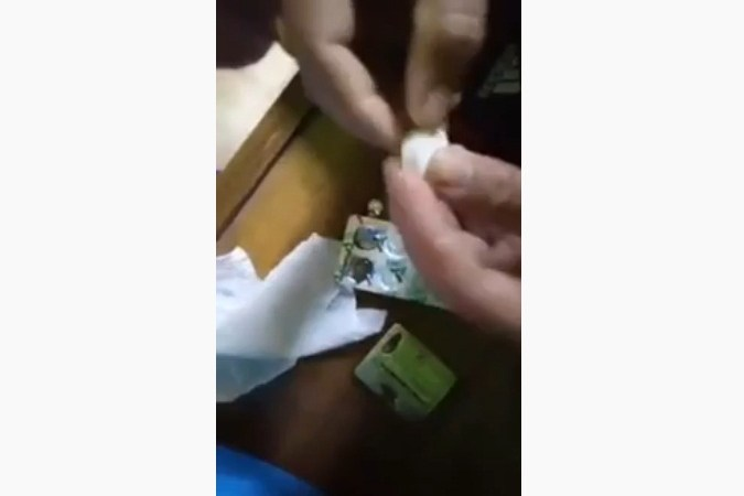Video of Tissue Paper Sold as Cheap Tablets in Market: Fact Check
