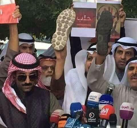 Saudi Arabia People Protest Against Modi Showing Shoes: Fact Check
