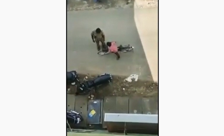 Tamil Nadu Police Helmet Fine Boy on Cycle: Fact Check