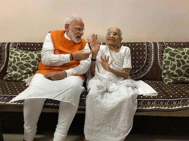 Image of Narendra Modi with his mother Heeraben Modi
