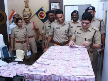 Image about Bundles of Fake Notes Seized from Car of Ketan Dave of RSS