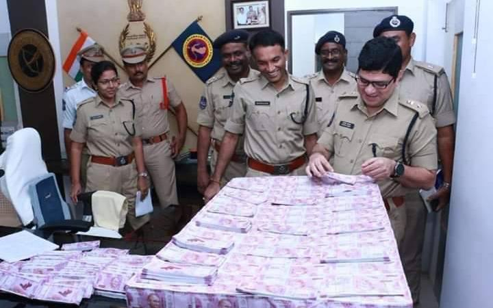 Bundles of Fake Notes Seized from Car of Ketan Dave of RSS: Fact Check