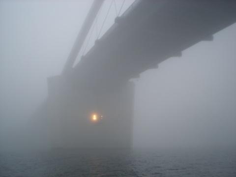 Fehmarnbrücke im Nebel