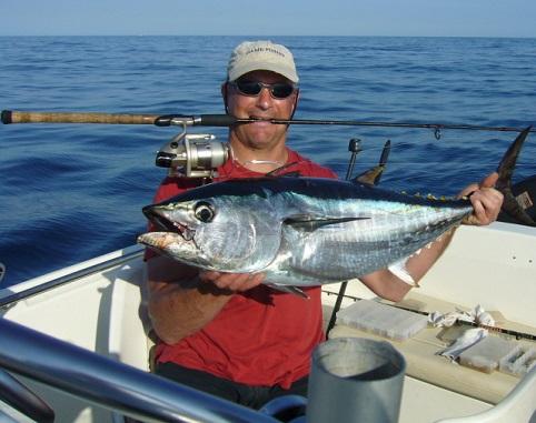 Der Angelexperte Toni hat das richtige Feingefühl dazu, einen Köder so zu führen um kapitale Fische an dem Haken zu bekommen.