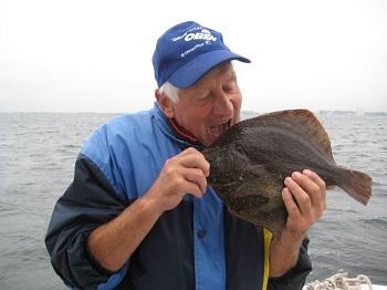 Dieser Steinbutt wurde beim Bootsangeln von Martin, im Fehmarnbelt auf einen Tobiasfisch gefangen.