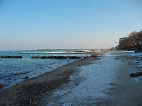 Von der Seebrücke Heiligendamm aus, werden viele Fischarten aus Ostsee gefangen.