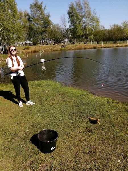Karpfen am kleinen See angeln